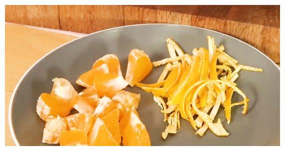 1盘鸡翅,1个橘子,教你一个百吃不厌的做法,香而不腻,真好吃