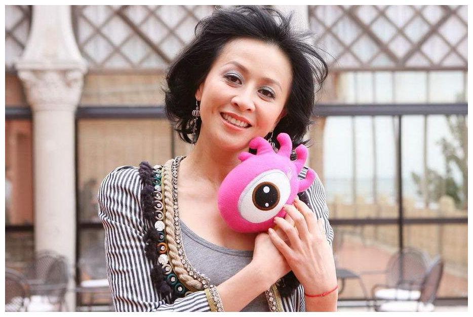你可以不承认她的影后奖项但是却不能不承认刘嘉玲的演技!