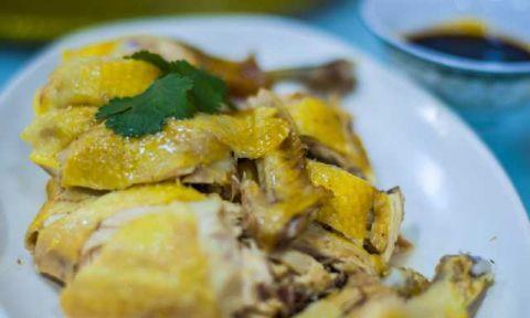 广东白切鸡是煮熟的 还是蒸熟的?