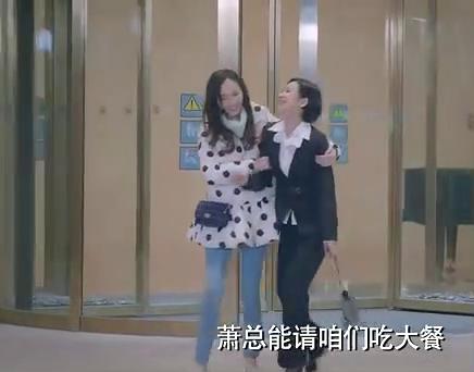 高雯和萧亮为让狗仔队相信他们的情侣关系,两人决定一起走出酒店