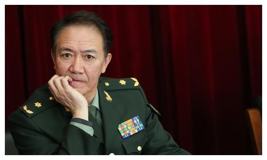 娱乐圈拥有军衔的三人,李幼斌正师级,潘长江副师级,韩红副军级