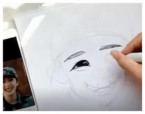 美术生画杨幂,看到成品后,网友:抽象派艺术,绝对黑粉