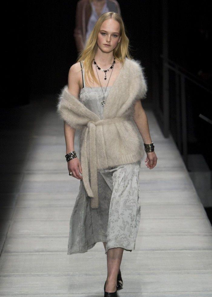 时装周:潮流服饰轻松驾驭,模特展示穿搭艺术,造型贴近现实