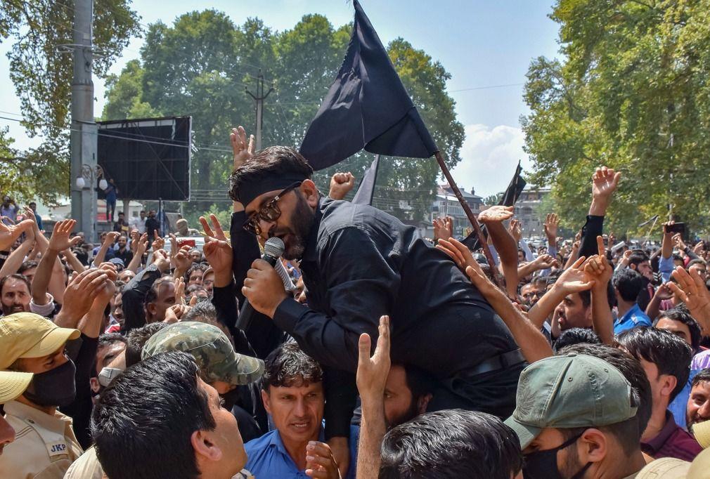 印控克什米尔教师发起讨薪游行,与警察发生冲突,数十名教师被捕