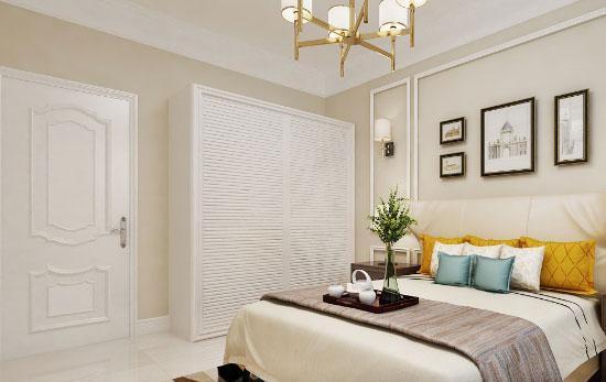 主卧室的设计效果,美式风格的皮艺床架和床尾凳,惬意舒适的家居氛围