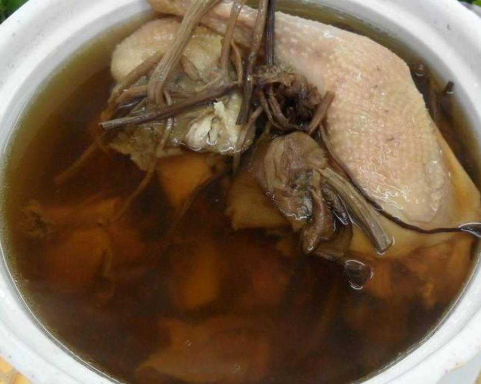 炖鸡汤时多加点这东西,提高免疫力防感冒,老人孩子要多喝