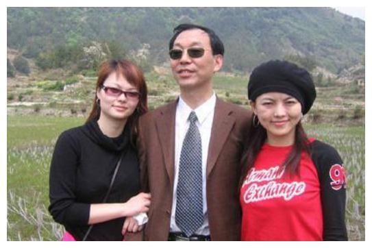 她是李湘妹妹,姐姐却阻止她进娱乐圈如今嫁富商,出行豪车依旧