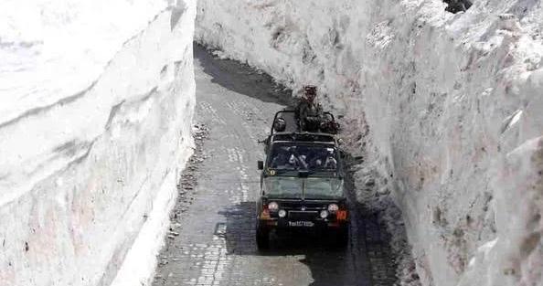 巴铁激光炮打雪山,造雪崩活埋印军:印军哨所埋入8米深大雪闷死