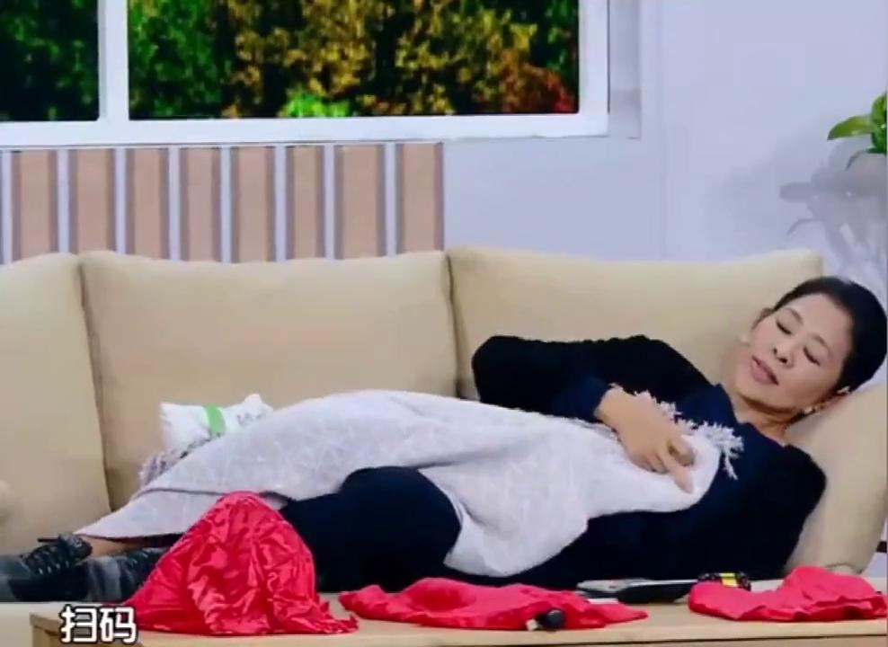 跨界喜剧王:财迷老太太倪萍上线,儿子回家都得扫码转账进门