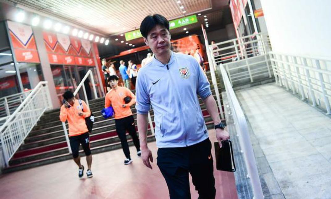 山东鲁能球员抵达济南奥体中心,中超第25轮山东鲁能主场对阵申花