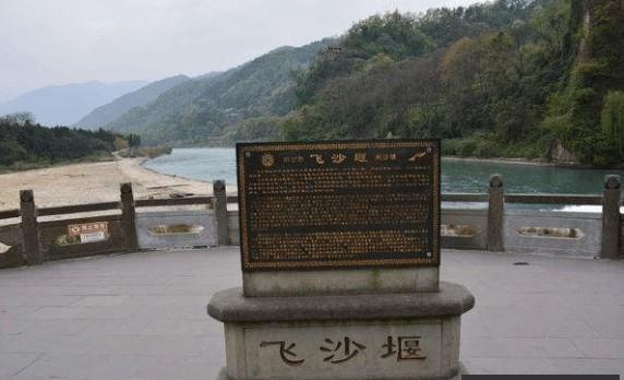 都江堰维护面临新难题:少见的左岸淤积、右岸被冲刷
