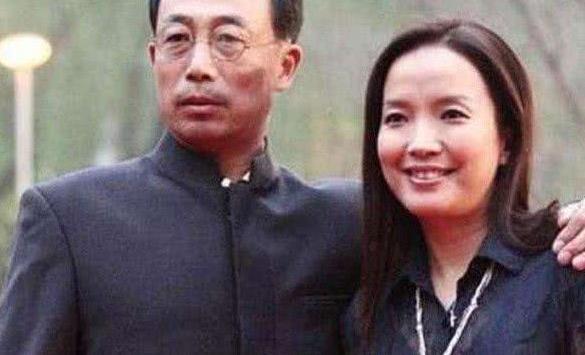 公公是张丰毅,婆婆是吕丽萍,出道五年不火,与靳东合作意外走红