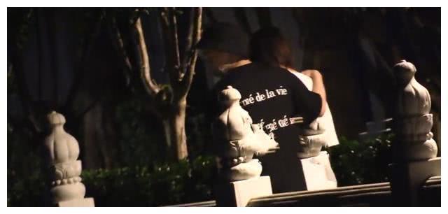 金晨疑新恋情曝光,小鲜肉千里迢迢探班,为避嫌错开距离同回酒店