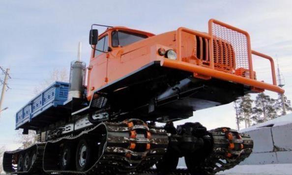 苏联时期的履带式大货车!霸气全地形通过性,百公里油耗100L
