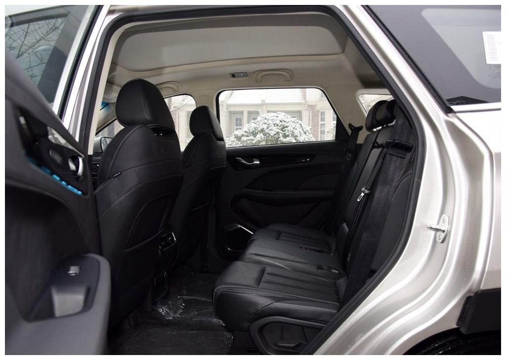 """车界最""""落魄""""SUV,比途昂大气,入门7万无销量,比停产难受"""