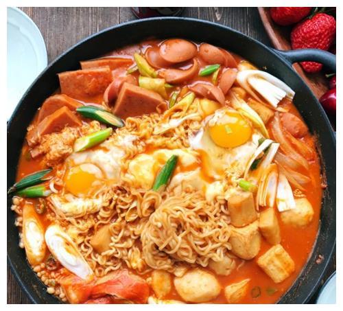 天热不想做菜,来一锅简单的韩国部队锅,简单一锅吃得饱饱的