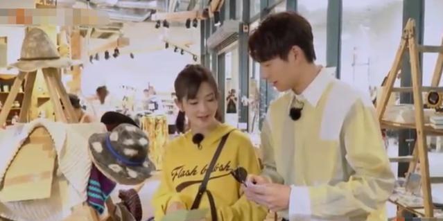 魏大勋没钱又想买礼物,和师父谢娜借钱,谢娜的反应亮了!