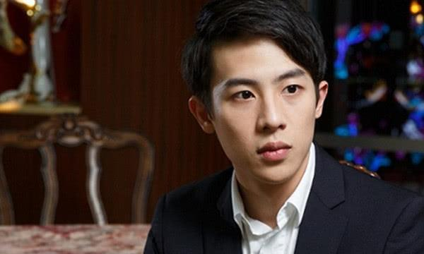 """""""潮汕首富""""之子,22岁成立自己的公司,车库豪车价值千万"""
