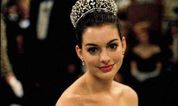 迪士尼出品惊艳公主裙,安妮海瑟薇占两套,安吉丽娜朱莉太霸气