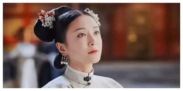 秦岚白裙现身某活动,身材令人羡慕,37岁的她保养秘诀很简单