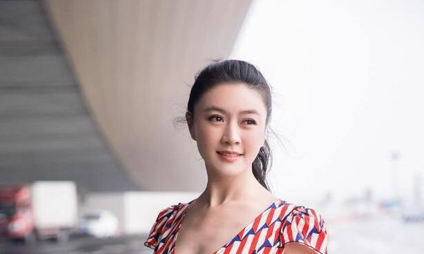 田海蓉高马尾+连体裤,44岁美出新高度