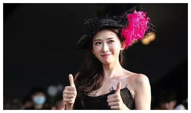 """50岁还能如此性感,难怪超过林志玲被称""""台湾第一美女"""""""