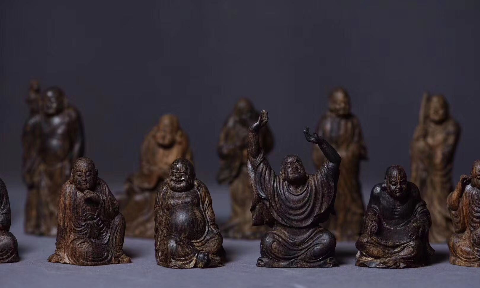 沉香的艺术 | 刀刀入魂,罕见的立体沉香微雕《十八罗汉》