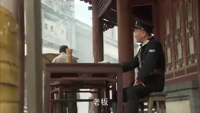 飞哥大英雄:梁飞找警察队长帮忙,替人付面钱,谁料钱被队长私吞