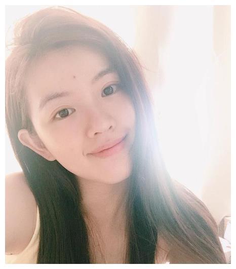 发现一貌美网红,神似奶茶MM+陈都灵,太甜了!