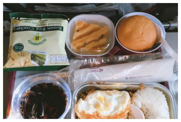 盘点亚洲飞机餐,日航的最精致,港龙的真牛,川航的太接地气
