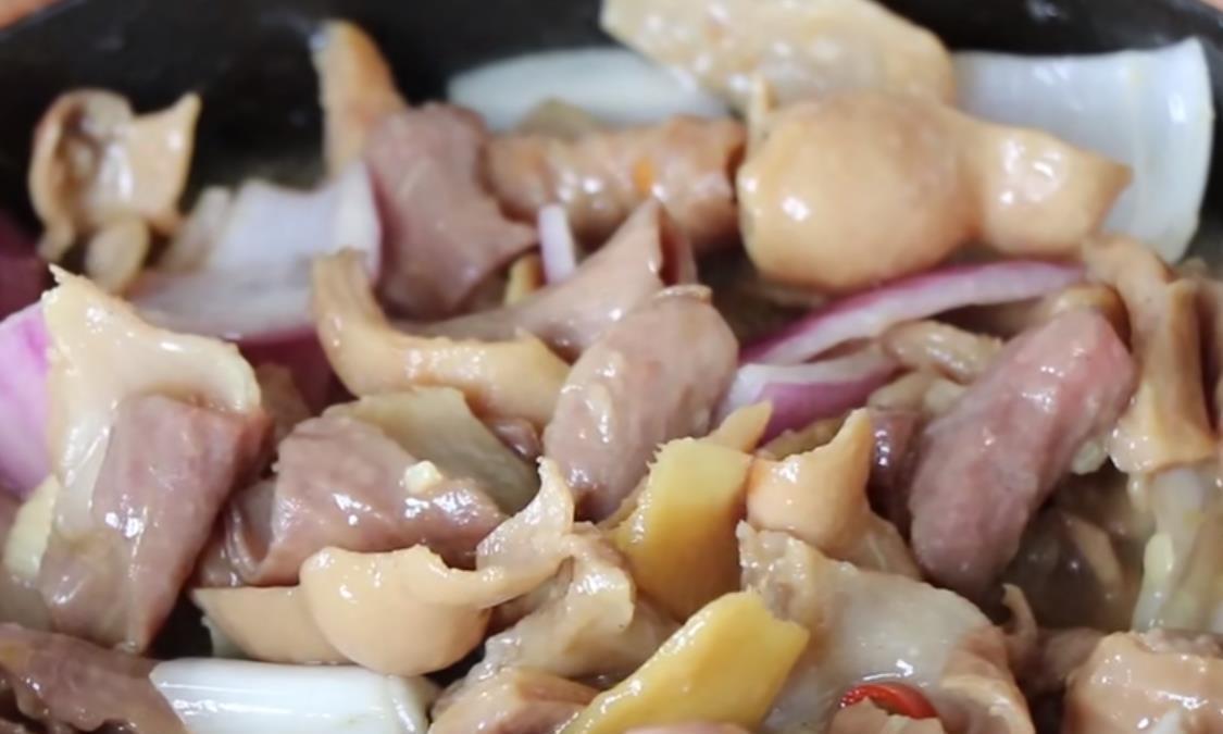 这样做出来的猪肠煲,汤鲜味美,很多人都这样吃!