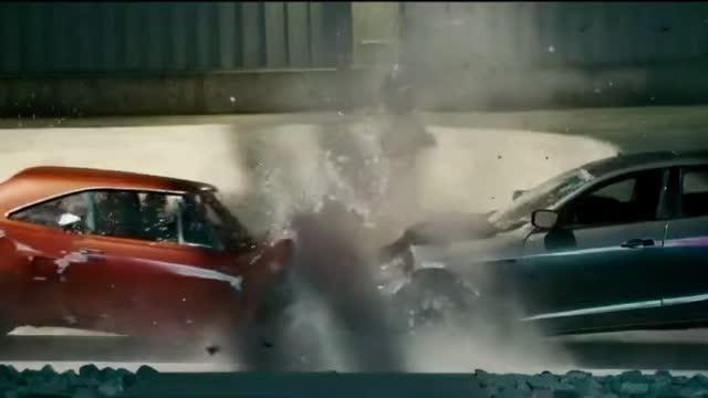 踩尽油门,两车对撞破坏力有多大,两大男神表示皮都不破一点