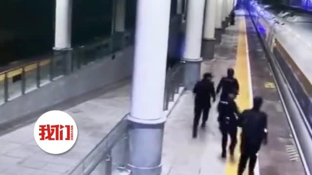 """与高铁拼""""速度"""":列车仅停靠3分钟 民警30秒抓获3名嫌疑人"""
