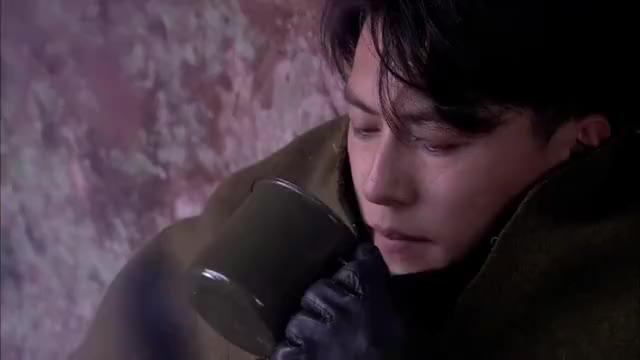 荣石不想见一航和赵华,自己默默失踪,一航拼命寻找赵华沉默了