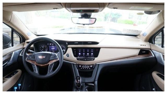 凯迪拉克XT5,以60km/h重新加速或高速行驶,动力非常线性和平稳