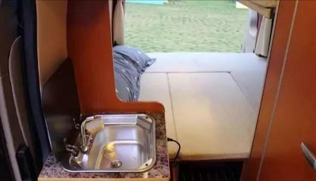 带升降床和U型会客区的B型房车福生图雅诺S房车,真的是物美价