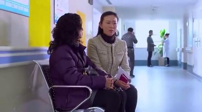 二胎时代:女子来医院堕胎,听到别人讲的话竟都站不起来了