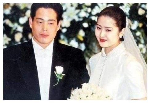 又一女星宣布离婚,9年婚姻分了15亿,却失去一双儿女