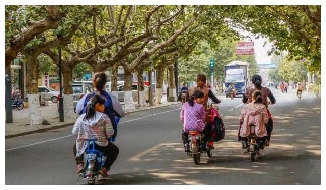 为啥基本没人用的电动车脚踏板,要必须安装?专家给出解释