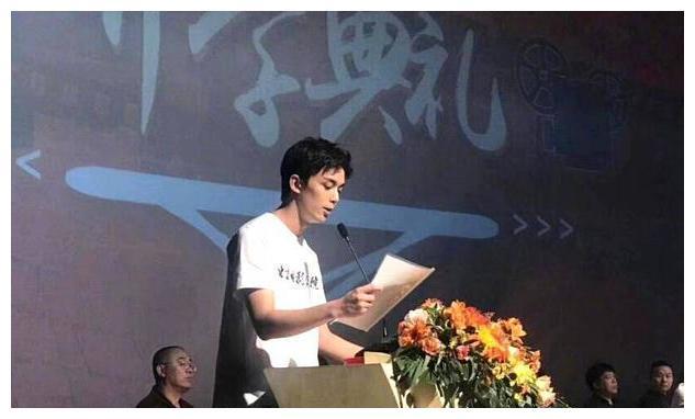 吴磊参加北电开学典礼,作为新生代表发言,承诺不忘初心
