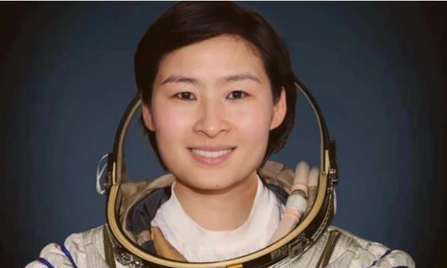 我国首位女航天员返回地面后,为何消息全无?刘洋现在生活如何