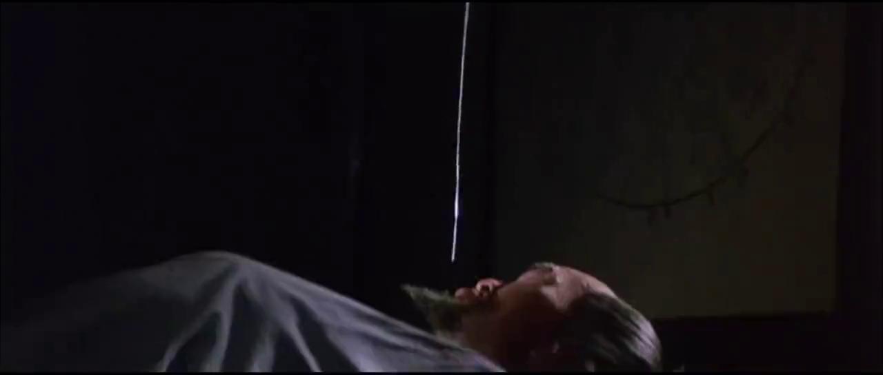 杀手下毒暗杀大师,不料他呼噜声太大,杀手反而自己中毒