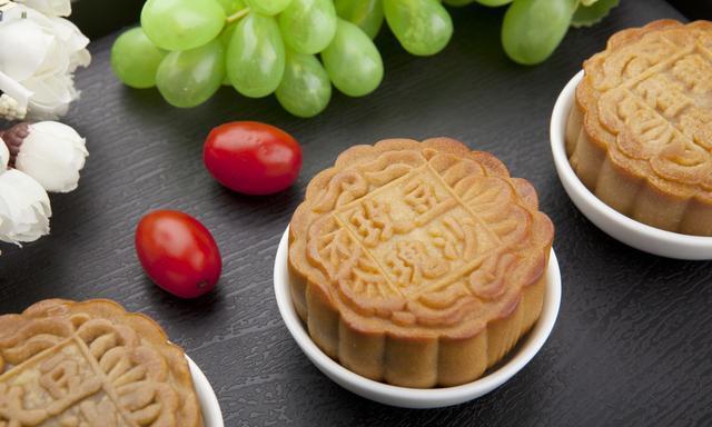 中秋月明人团圆,你们尝过小龙虾月饼吗?保证让你们大开眼界