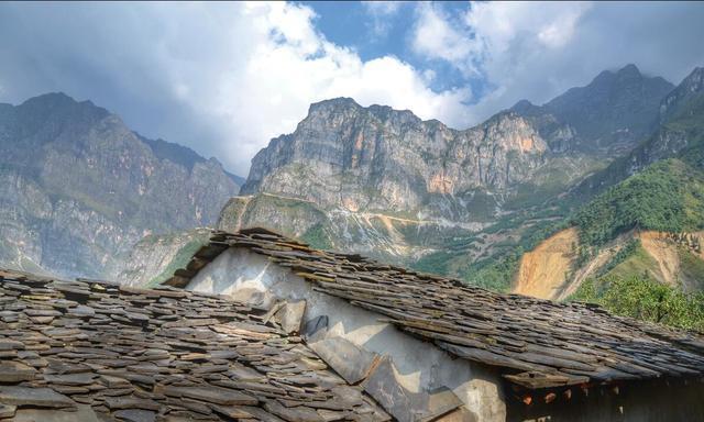 别小看东川这个不起眼又穷的石板房村,它被电影《追凶者也》选中