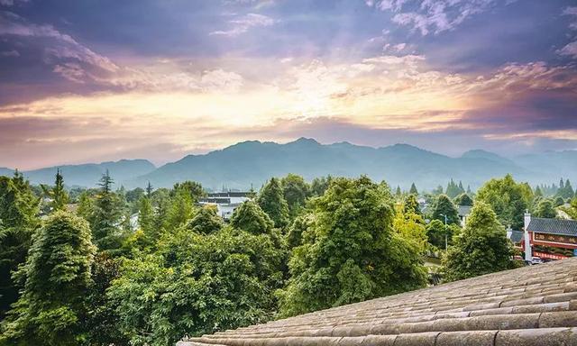 青城山脚下这座独立院落的温泉民宿,尽情享受清幽宁静美好时光