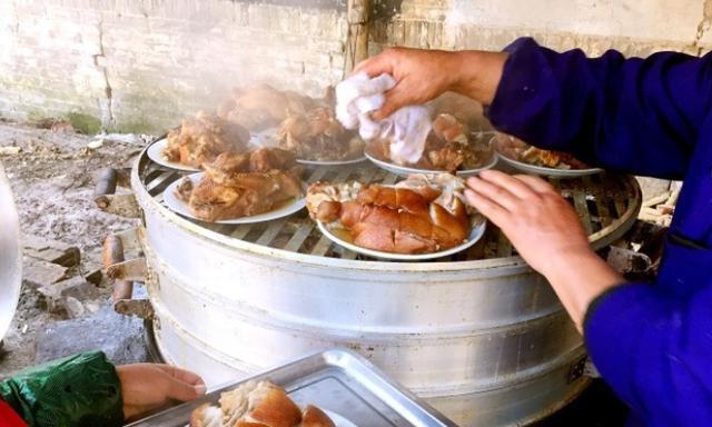 农村小伙摆婚宴真是霸气,一桌全是硬菜,放在城里一千都下不来