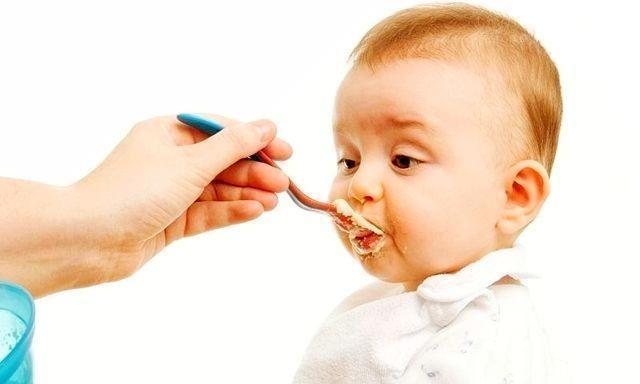 给孩子添加辅食,这几种食物最好别选,没啥营养还危险