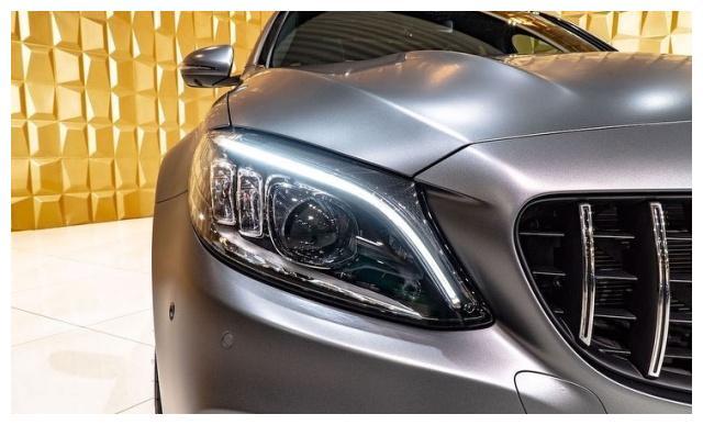 全新梅赛德斯AMG C63银色的外观