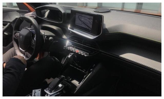 开窍的法系车,配太空座舱,同级独有8AT,能否翻身就看定价