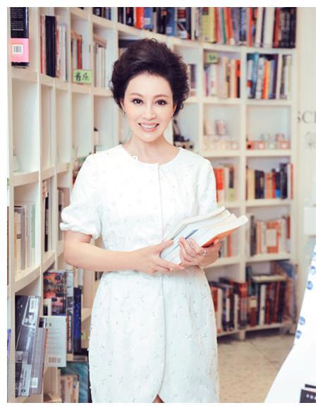 《孝庄秘史》孝庄皇后,41岁与导演因戏生情,今64岁皮肤白嫩